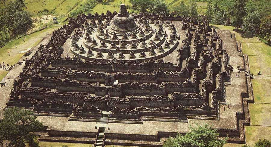 Contoh Descriptive Text Candi Borobudur